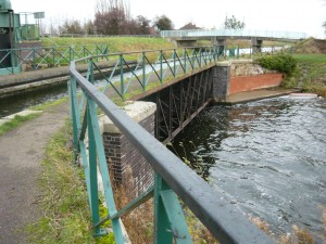 Mullicourt Aqueduct: one waterway crosses another