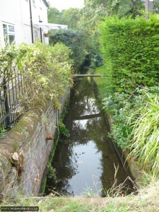 The Ippollitts Brook passes between houses